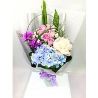 繡球玫瑰牡丹花束