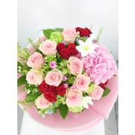 繡球玫瑰亞馬遜百合花束